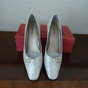 "Pumps Sand Leather 2"" NWOT Vaneli"